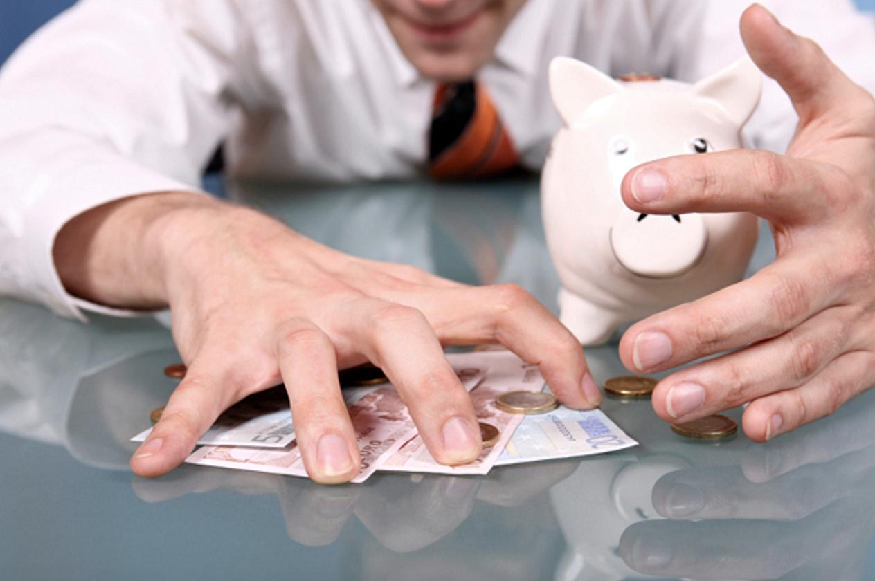 Муж не дает денег: почему и как начать зарабатывать самой?