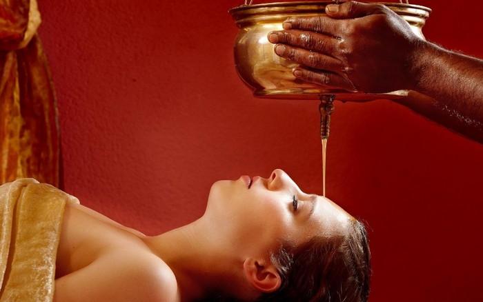 индийский аюрведический массаж с маслом
