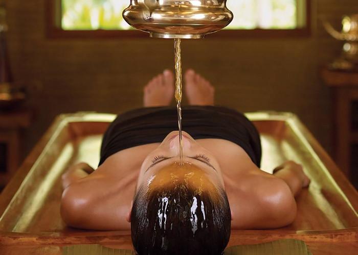 Широдхара массаж с маслом
