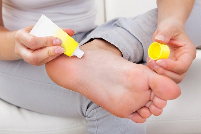 аптечные средства для лечения трещин на пятках